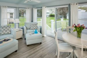 Home Remodeling - Living room - custom furnishings